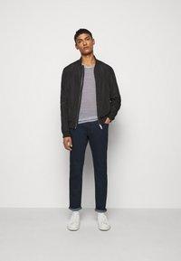 Michael Kors - KENT - Slim fit jeans - rinse - 1