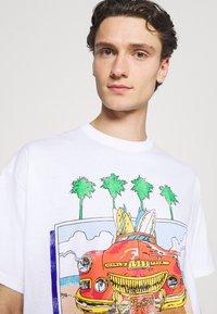 Vintage Supply - VINTAGE BEACH BOYS GRAPHIC UNISEX - Print T-shirt - white - 3
