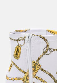 Versace Jeans Couture - Botki - white - 6