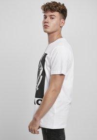 Mister Tee - TUPAC PROFILE - Print T-shirt - white - 2
