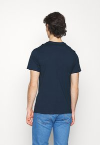 Levi's® - BOXTAB GRAPHIC TEE UNISEX - T-shirt med print - blues - 2