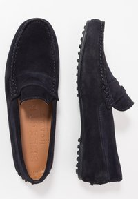 Selected Homme - SLHSERGIO PENNY DRIVE SHOE - Moccasins - dark navy - 1