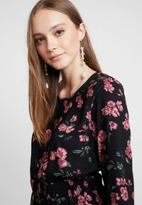 Vero Moda - VMMALLIE SMOCK DRESS - Day dress - black/mallie - 4