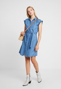 Mavi - SHORT SLEEVE DRESS - Jeanskleid - light indigo - 2