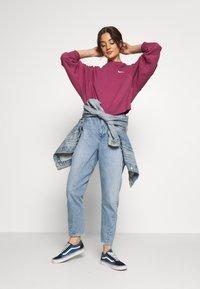 Nike Sportswear - CREW TREND - Sudadera - mulberry rose/white - 1