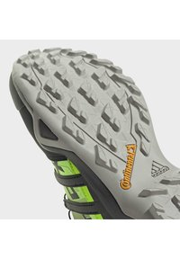 adidas Performance - TERREX SWIFT R2 HIKING SHOES - Hikingsko - green - 10