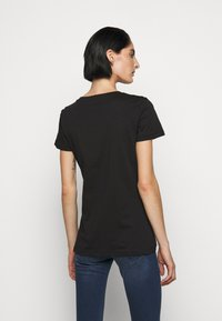 Patrizia Pepe - LOGO SHIRT - Print T-shirt - nero - 2