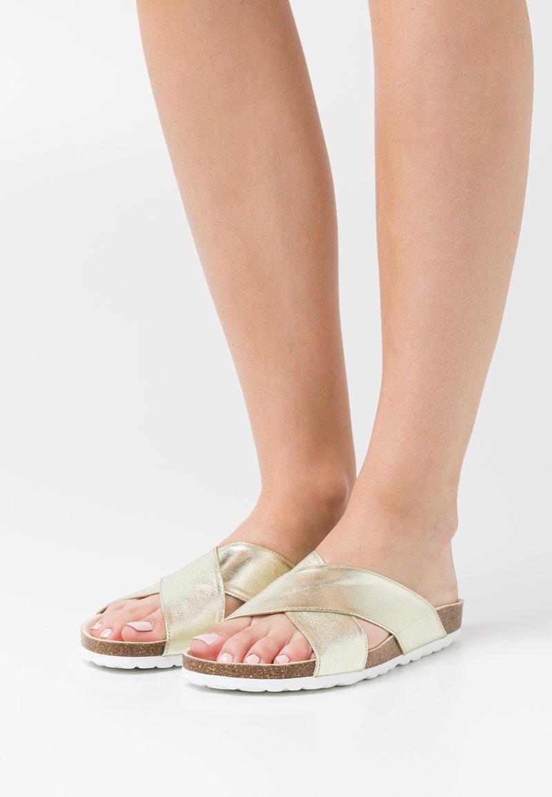 Grand Step Shoes - LOLA - Sandaler - metallic gold