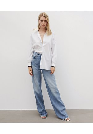 HIGH WAIST - Relaxed fit jeans - l.indigo