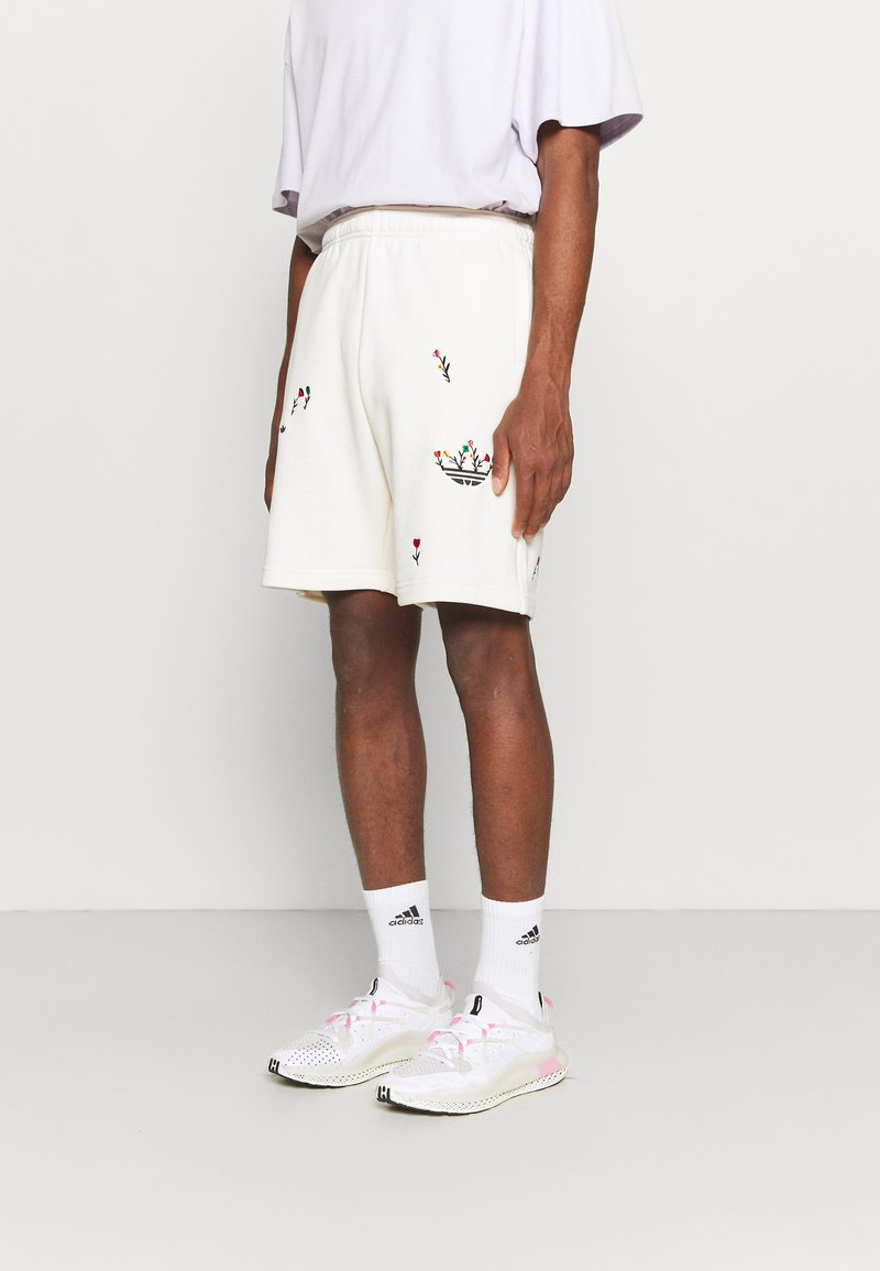 adidas Originals - FLORAL UNISEX - Shorts - off-white