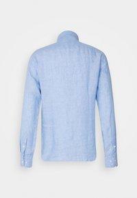 Bruun & Stengade - KOCHI SLIM FIT - Skjorta - light blue - 1