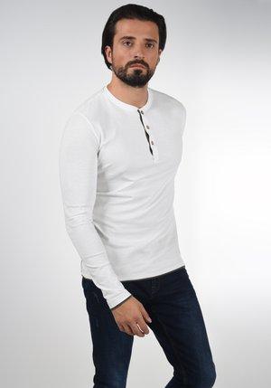 GIFFORD - Langærmede T-shirts - off-white