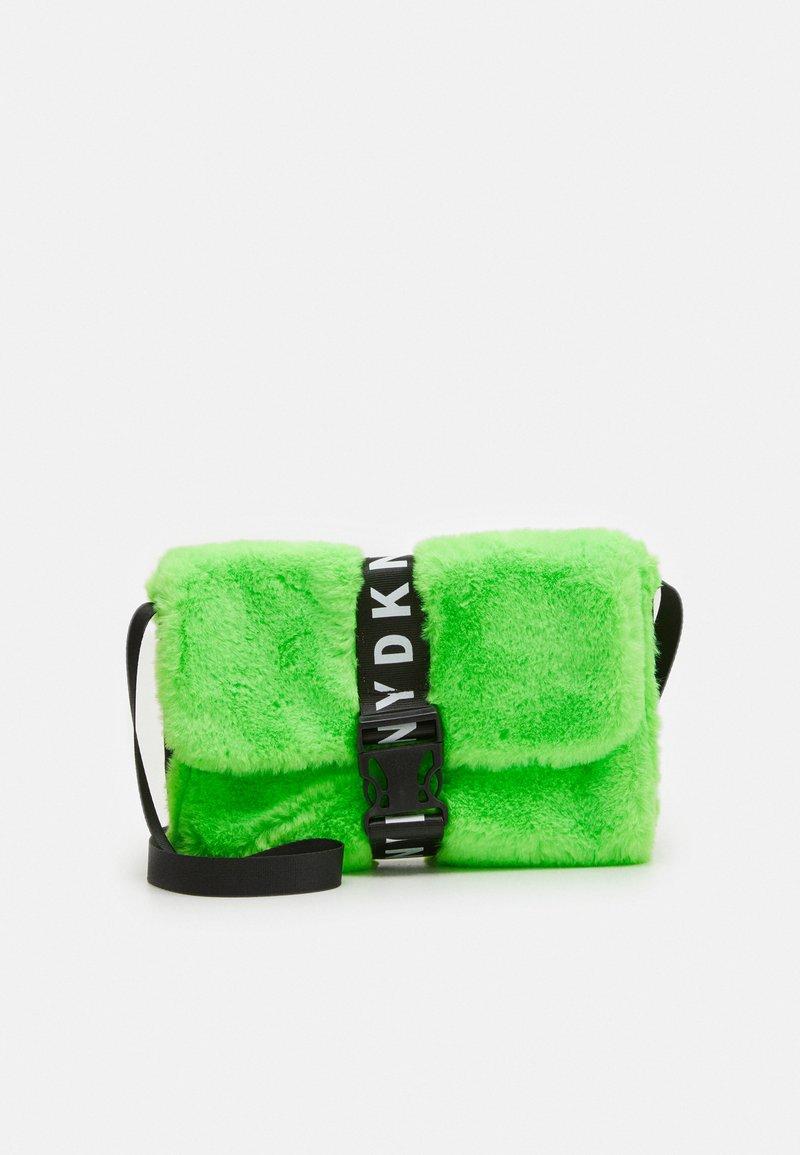DKNY - SHOULDER BAG - Taška spříčným popruhem - fluo green