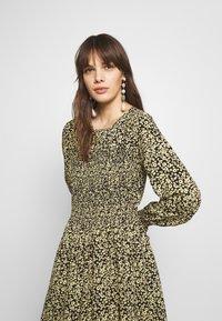 Moss Copenhagen - CELINA MOROCCO SMOCK DRESS - Day dress - celina - 3