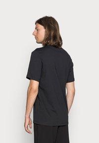 Nike Sportswear - TEE ICON FUTURA - T-shirt print - black/white - 2