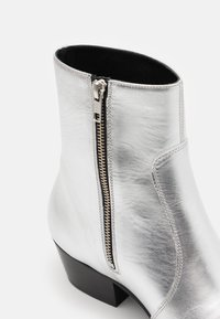 Everyday Hero - ZIMMERMAN ZIP BOOT - Classic ankle boots - star rider - 5