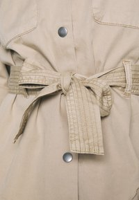 Vero Moda - VMFLAME CARGO BELT JACKET - Summer jacket - beige - 5