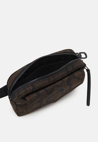 Liebeskind Berlin - BEBELTBAG BETTYS - Bum bag - pecan - 2