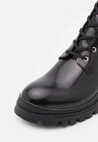 Selected Homme - SLHBRODY BOOT - Šněrovací kotníkové boty - black - 5