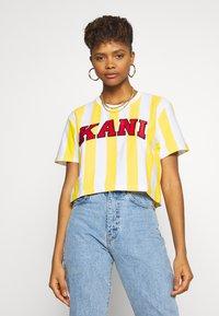 Karl Kani - SERIF STRIPE TEE - T-shirt print - white - 0