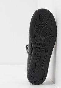 Melania - Ankle strap ballet pumps - black - 5