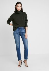 Replay - NENEH - Slim fit jeans - medium blue - 1