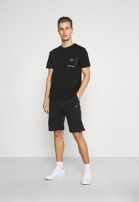 Pier One - CHEST POCKET TEE - T-shirt con stampa - black - 1