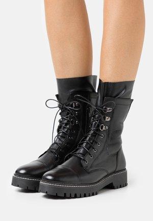 Botas con cordones - black
