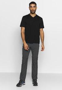 Icebreaker - RAVYN - T-shirts - black - 1