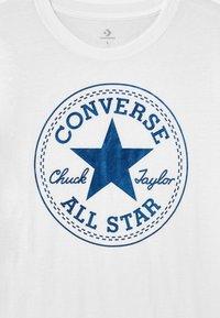 Converse - FOIL CHUCK PATCH TEE UNISEX - T-shirt imprimé - white - 2