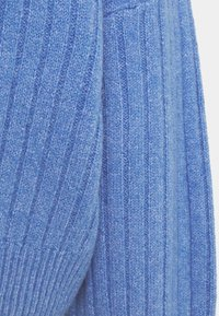 Even&Odd - OVERSIZED WIDE RIB JUMPER - Strikkegenser - light blue - 2