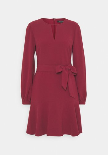 TEGAN TIE WAIST KEYHOLE DRESS
