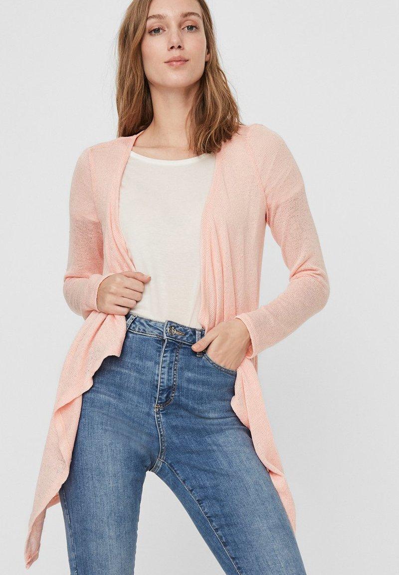 Vero Moda - STRICKJACKE VORN OFFENE - Cardigan - chintz rose