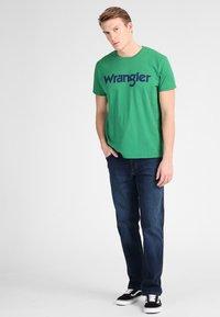 Wrangler - TEXAS - Bootcut-farkut - dark-blue - 1