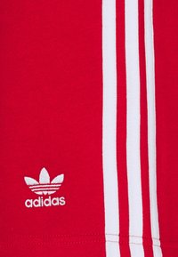 adidas Originals - BLOCKED UNISEX - Shorts - scarlet/crew blue - 5
