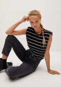 Mango - MOM - Slim fit jeans - black - 5