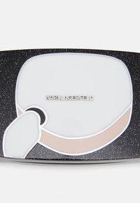 KARL LAGERFELD - IKONIK GLITTER MINAUDIERE - Clutch - black - 4