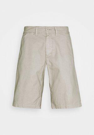 JOHNSON MIDVALE - Shorts - glaze