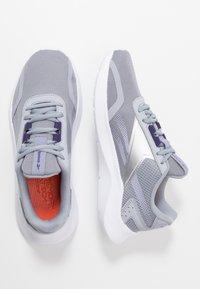 Reebok - ENERGYLUX 2.0 - Obuwie do biegania treningowe - grey/white/metallic silver - 1