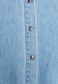 ONLY Petite - ONLMARY CANBERRA AUTHENTIC - Button-down blouse - medium blue denim - 2
