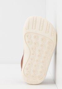 Camper - PEU CAMI - Zapatos de bebé - brown - 4