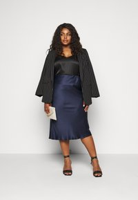CAPSULE by Simply Be - COLUMN MIDI SKIRT - A-line skirt - navy - 1