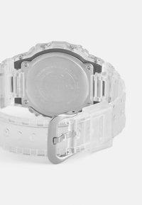 G-SHOCK - DW-5600SKE  - Digitální hodinky - transparent white - 1