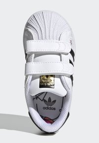 adidas Originals - SUPERSTAR SHOES - Sneakers laag - ftwr white/core black/gold met. - 1