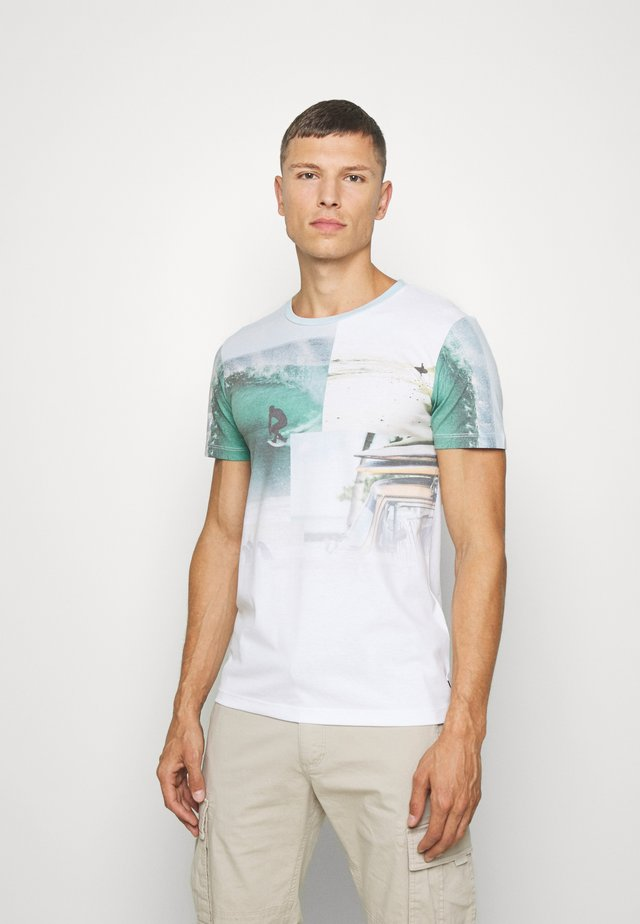 WITH NEW FOTOPRINT - Print T-shirt - white