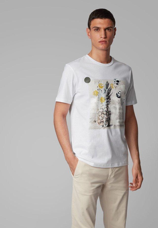 TROAAR 4 - T-shirt con stampa - white