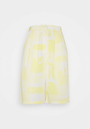 STUDIO BERMUDA SHORTS - Shorts - soft yellow abstract