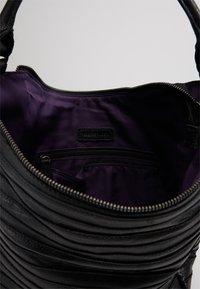 FREDsBRUDER - G�RTELTIER S - Handbag - black - 5