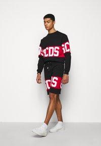 GCDS - BAND LOGO CREWNECK - Sweatshirt - black - 4