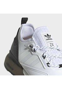 adidas Originals - ZX 2K BOOST SHOES - Trainers - ftwwht/ftwwht/cblack - 6